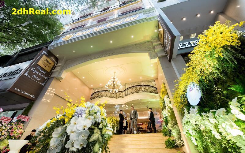 Khách sạn 63 phòng, chuẩn 3 sao, 34- 36 Thủ Khoa Huân, Phường Bến Thành,  Quận 1.