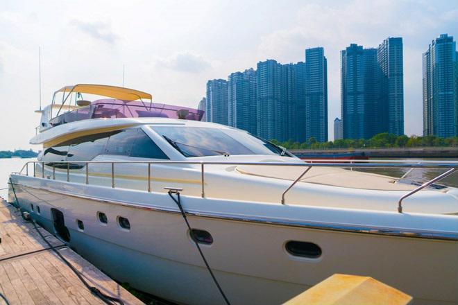 Bán du thuyền Ferretti 630 mã lực 1800 KV giá 39 tỷ
